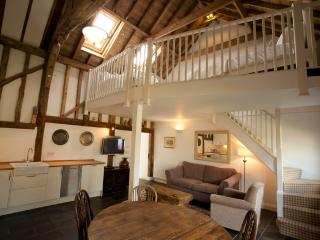 The Hay Loft- luxury barn with gym & spa, Burnham-on-Crouch