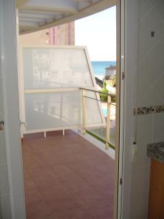 Terraza. Cabe perfectamente una mesa con 4 o 6 sillas, un tendedero y espacio para sillitas de playa