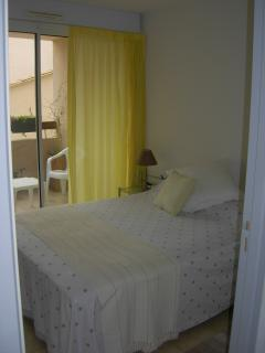 Bedroom 1, double bed, south facing balcony