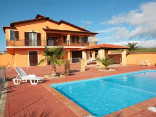 Villa with Fenced Private Pool in Countryside,5 bedrooms,3 bathrooms,wi-fi &toys, Agrigento