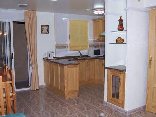 Well equipped kitchen - incl. blender, scales, coffee maker, freezer blocks, cooler, etc etc.