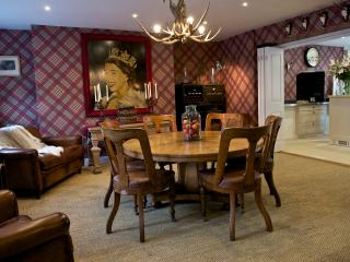 Fitzherbert Dining Room - As a 'formal club' venue for up to 12 dinner guests. Private che
