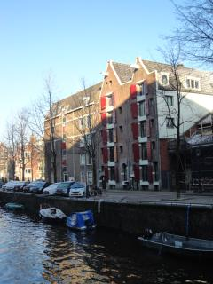 The authentic canalhouse from 1612 with modern comfort