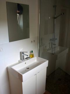 Spacious salle d'eau