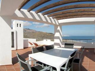 Apartamento lujo con terraza de 60 metros con vistas al mar y en primera linea