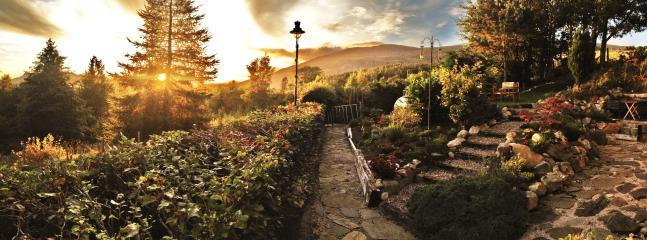 Alpine cottage garden with BBQ & stunning views across the Laggan valley
