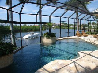Whispering Waters - the experience is everything, Cape Coral