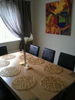 Dining room (table seats 8)