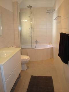 Bathroom 1 - spacious with bath and rainshower