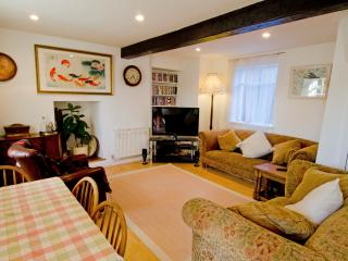 Living Room with ample space to relax, or sit 4 people comfortably round a Victorian farmhouse table
