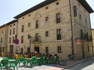 Para 18 personas, 8 habitaciones dobles, La Puebla de Arganzon