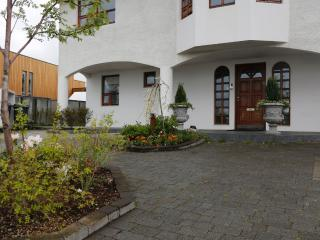 B14 Cozy apartm-quiet with parking, Gardabaer
