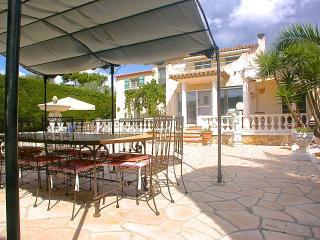 Villa with Pool - next to Golf & Beach-restaurants, Cannes