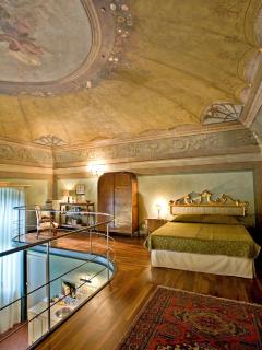 Bedroom with double bed in mezzanino