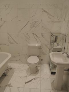 Beautiful Main Bathroom in Finest Italian Marble