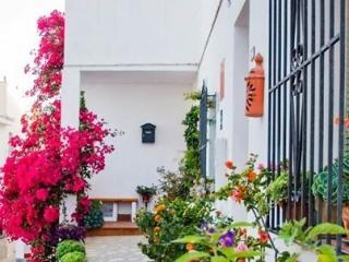 Casa faldas del Castillo 2