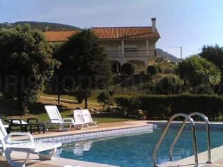Chalet con piscina y campo de
