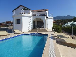 Jasmine Villa, a lovely villa with stunning views, Ayios Amvrosios