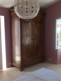 La maison du Parour : chambre / room 1 vue / view 2