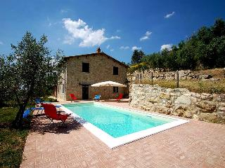 Detached villa with private pool near village, Montecchio