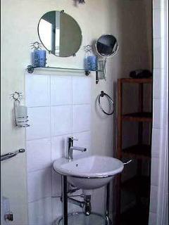 Le Jardin Secret B&B, guestroom 'Montmartre' bathroom