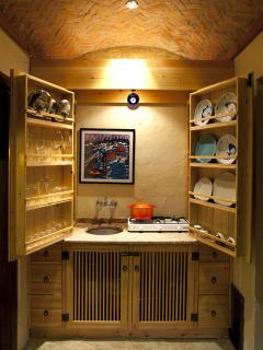 Ottoman style kitchenette that can close