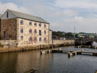 Anchor Warehouse - a 5 Star waterside apartment., Penryn