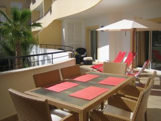 Dining,sunbathing & relaxation on 40 sq mt balcony