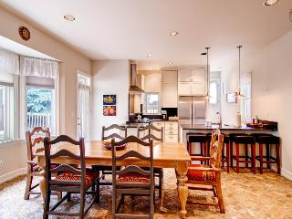 This brand new kitchen and dining area has been remodeled and fitted with modern amenities and appliances.