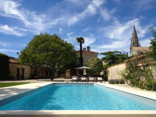 Stylish House with Pool, Médoc, Begadan