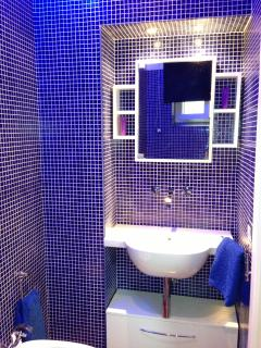 chromotherapy bathroom
