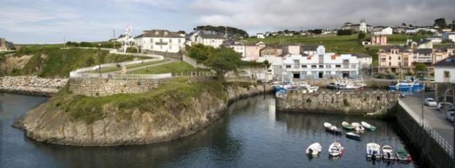Puerto de Vega, villa marinera con casas solariegas, museo etnografico y vistas a los acantilados