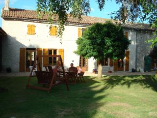 Farmhouse, 4 bedrooms -  sleeps up to 9, Chef-Boutonne