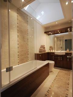 Main Bathroom with power shower