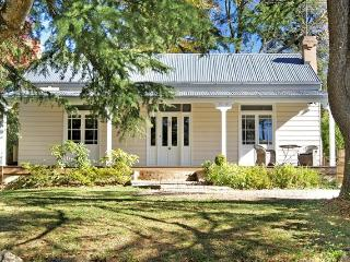 Endellion - beautiful mountain cottage., Katoomba
