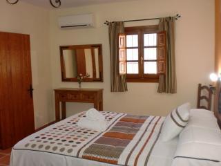 dormitorio de arriba con aparato de aire acondicionado/bomba calor
