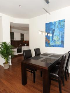Diningtable and kitchen