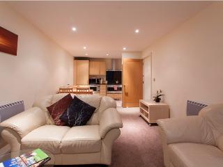 Splendid, decorated St George Wharf 2 bedroom Apt, London