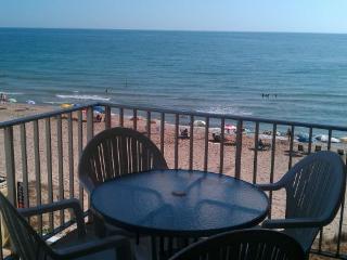 Apartamento en Tavernes de la Valldigna primera línea con acceso directo a la playa.