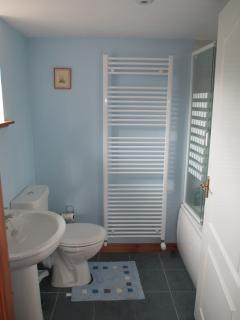 Bathroom with shower/bath