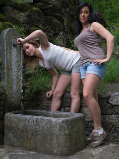 Esterno fontana e tavolo in pietra