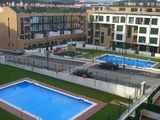 acogedor con gran terraza y piscina