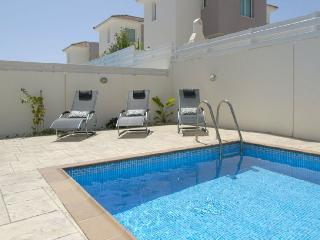 Three Bedroom Villa With Pool And Free Internet