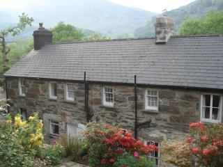 Glyn Awel: a large character cottage at the foot of the Snowdon horseshoe