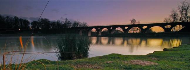 Viaduct at Boulogne-sur-gesse lake.