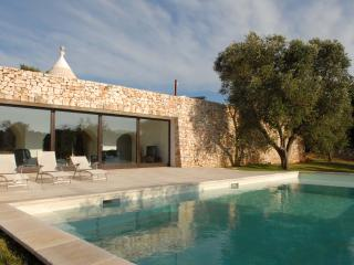 Trullo Solari: stunning property, peaceful countryside, heated pool, air-con.