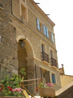 Portal de la Força, part of the ancient castle gate house