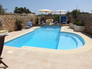 Qala farmhouse villa with pool Dar tal Genn