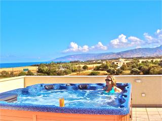 Penthouse Apartment Sea Views Hot Tub on Private Roof Terrace Free Wifi Sky TV