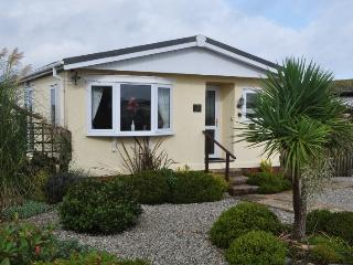 Warwick Lodge - Lovely lodge with secure garden, St Merryn